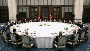 Qualität hat ihren Preis: Für einen neuen Tisch in seinem Palast hat der türkische Präsident Recep Tayyip Erdogan laut der Architektenkammer Ankara umgerechnet 335.000 Euro bezahlt