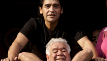 Vater und Sohn: Diego Maradona zusammen mit Diego Maradona Senior