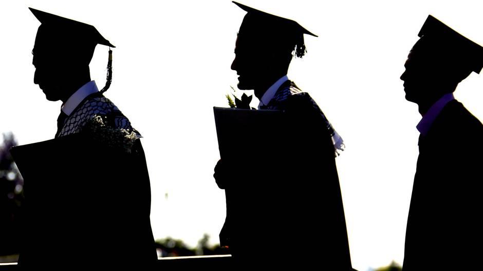 Studium beendet: Studieren ist teuer - die Kosten können aber auch rückwirkend steuerlich geltend gemacht werden.