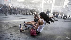 CSD-Aktivistinnen auf dem Taksim-Platz