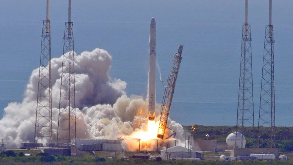 Der Raumfrachter Dragon explodiert kurz nach dem Start