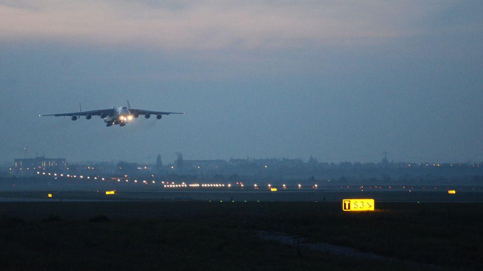 Wenn das größte Flugzeug der Welt einschwebt