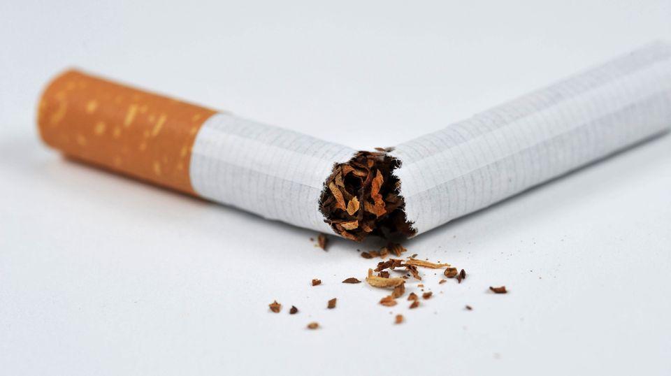 Durch eine neue Tabakrichtlinie werden einige Zigarettenmarken aus den Regalen verschwinden.