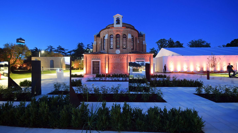 Zur Feier des Tages wurde ein Festzelt errichtet und die ehemalige Kirche, die zur Mehrzweckkalle umgestaltet wurde, zur Champagnerbar und Disco umfunktioniert