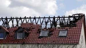 Die Zahl der Angriffe auf Flüchtlingsheime bleibt hoch