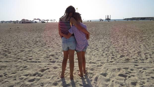 Anne Harenbergs Töchter am Strand