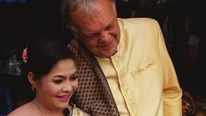 Endlich glücklich: In Thailand heiratete Manfred Lange seine Nin.