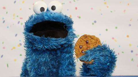 Das Krümelmonster liebt Kekse. Das weiß auch Siri, Apples digitale Assistentin, und erklärt mit dem gefräßigen Sesamstraßen-Bewohner eine Matheaufgabe.