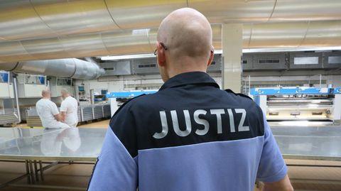 Arbeiten im Gefängnis: Jetzt wollen die Häftlinge dafür auch den Mindestlohn bekommen.
