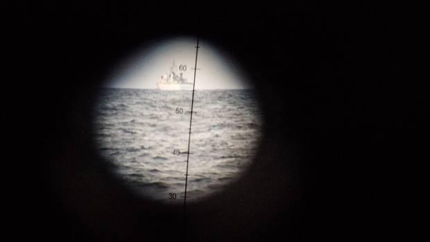 Profis im Visier: ein Schiff der italienischen Küstenwache