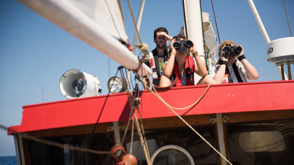 """Das Meer ist groß, das Schiff ist klein - die Mannschaft der """"Sea-Watch"""" sucht Schiffbrüchige"""