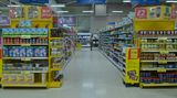 In riesigen Supermärkten kaufen wir sicherlich mehr ein - oder?  Nicht unbedingt, denn die Läden nutzen nicht mehr jeden Quadratzentimeter aus, um ihn mit Regalen vollzupflastern. Alles erscheint aufgelockert, die Gänge sind breiter. Hier fühlen sich Kunden wohler. Das animiert zum Einkauf - und nicht das größere Warenangebot.