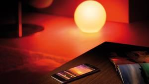 Mit der Avea kann man die Farbe des Lichts und damit die Stimmung in den eigenen vier Wänden auf Knopfdruck verändern