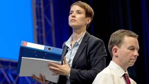 Frauke Petry und Bernd Lucke beim außerordentlichen Bundesparteitag der AfD in Essen