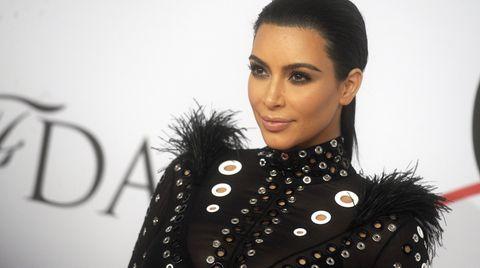 """Kim Kardashian hat mit dem Magazin """"Rolling Stone"""" über die Geschlechtsangleichung ihres Stiefvaters gesprochen"""