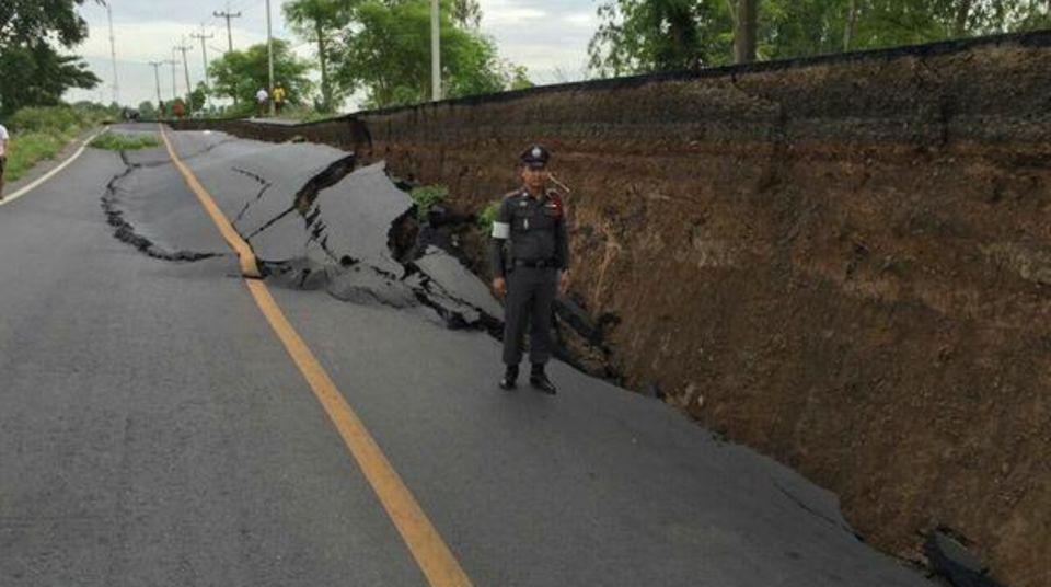 Die Straße soll in Kürze wieder befahrbar sein.