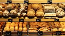 Die deutschen Bäcker haben Aldi verklagt, weil der Discounter Brötchen nicht backe, sondern nur bräune.