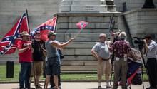 Unterstützer der Südstaaten-Flagge demonstrieren in Columbia gegen ein Verbot