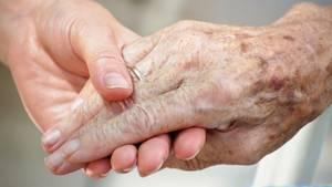Sterbehilfe: Was ist ein würdevolles Sterben? Ein Aufgehobensein in Beziehungen gehört dazu