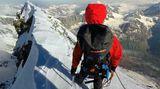 Gipfelgrat des Matterhorns im Schnee
