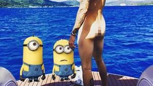 Justin Bieber zieht blank - und die Minions staunen.