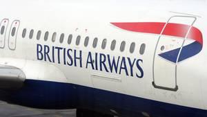 Ein Brite soll in einem Flieger der British Airways auf seine Frau losgegangen sein