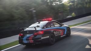 BMW M4 mit Wassereinspritzung - die Motorräder sehen den Bayern nur von hinten
