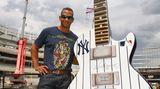 Beruflich trägt Baseballer Alex Rodriguez das Trikot der New York Yankees, privat zeigt er sich im Ed-Hardy-Shirt.
