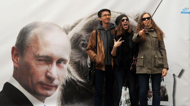 Kein gutes Vorbild: Putin posiert mit dem Bären.