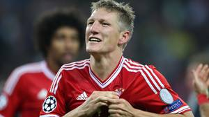 Bastian Schweinsteiger wechselt das Rot des Bayern-Trikots gegen das Rot von Manchester United