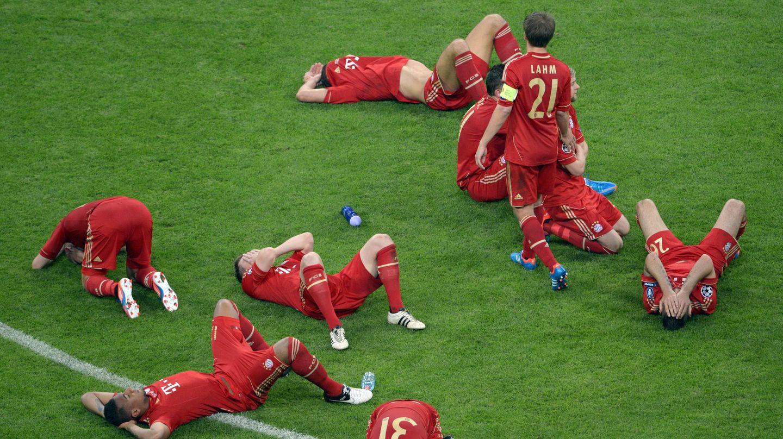 Weinende FC-Bayern-Spieler nach dem verlorenen Champions-League-Finale 2012
