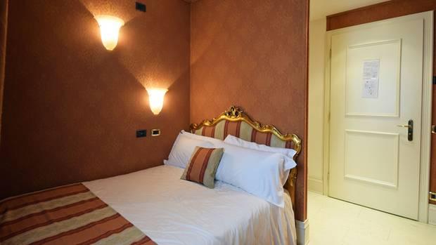 Blick in ein kleines Zimmer des Ca' Gottardi