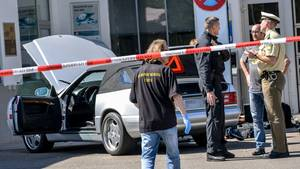 Ende eines Amoklaufs: Der mutmaßliche Täter Bernd G. konnte an einer Tankstelle in Bad Windsheim festgenommen werden.Zuvor sollder Krankenpfleger zwei Menschen erschossen haben.