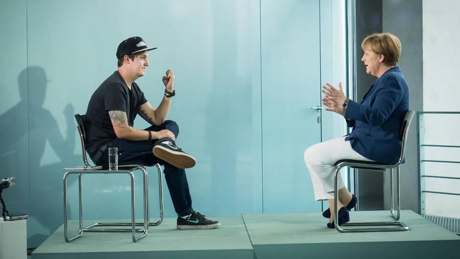 Youtube-Star LeFloid im Gespräch mit Angela Merkel