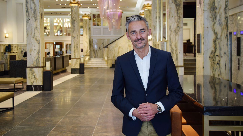 General Manager Folke Sievers in der Lobby des Reichshof
