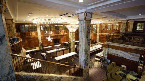 Hotel Reichshof in Hamburg: Ein Traum aus Marmor, Messing und Kristall