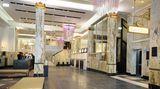 Die Lobby mit Marmorsäulen