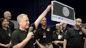 Pluto explored! Das Team um New-Horizons-Wissenschaftler Alan Stern jubelt über den Erfolg