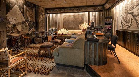 Auch für ein eigenes Tonstudio ist Platz in der Villa.