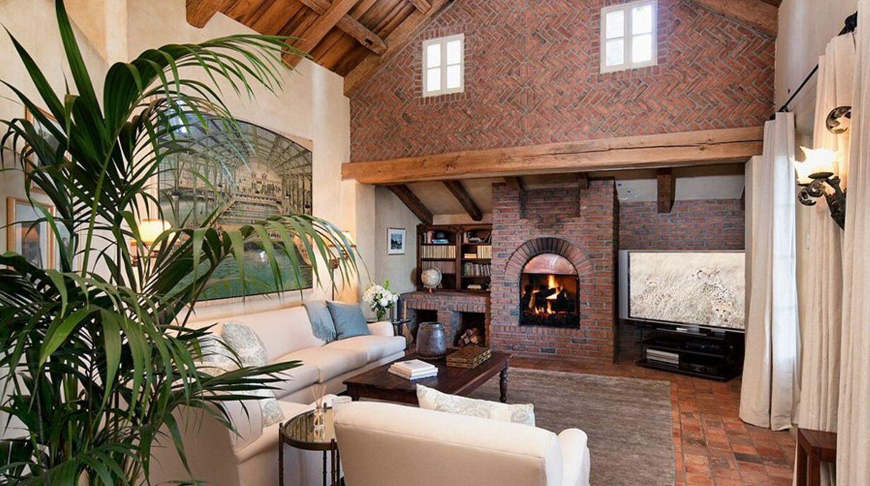 Insgesamt verfügen die Villa und das Gästehaus eine Wohnfläche von gut 880 Quadratmetern.