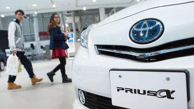 Toyota ruft über 600.000 seiner Hybrid-Autos wegen eines Softwarproblems zurück in die Werkstätten.