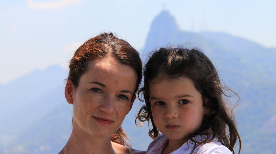 Mutter und Tochter bei einer Reise nach Rio de Janeiro