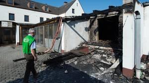 Der Brandanschlag wurde an zwei Eingängen zur Asylunterkunft gelegt