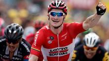 André Greipel sprintet am Ende der 16. Tour-de-France-Etappe als Erster über die Ziellinie.