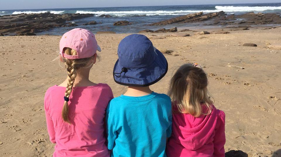 Die drei Kinder am Strand
