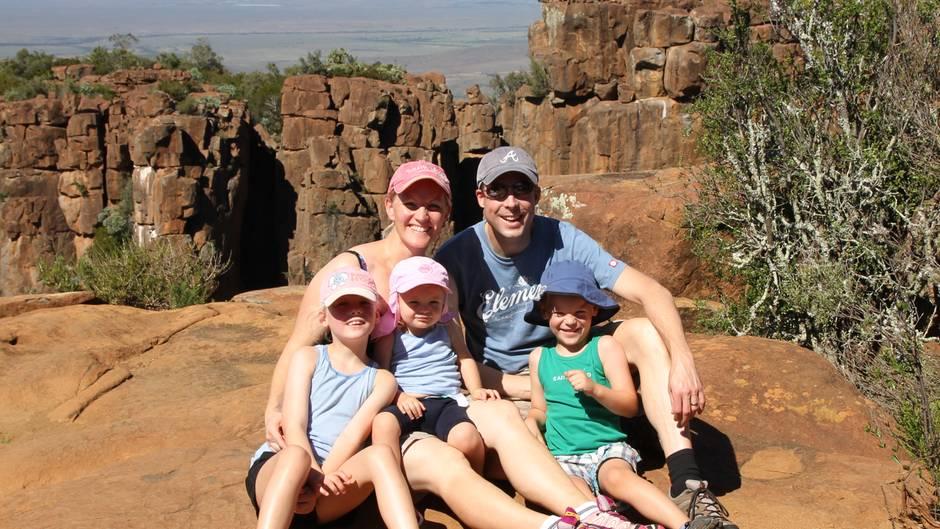Die ganze Familie Seidel bei einem Ausfllug in die Karoo-Wüste