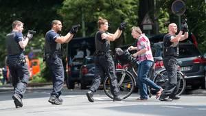 Polizeibeamte üben den Einsatz bei einem simulierten Amoklauf in Berlin