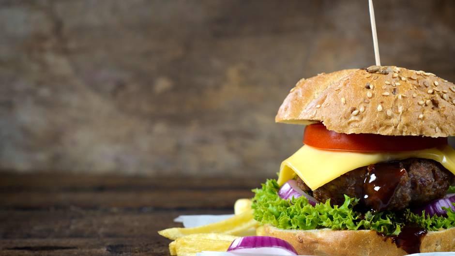 Burger auf einem Tisch