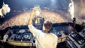 Er ist der DJ: Felix Jaehn bei der Arbeit