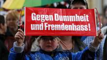 Plakat bei einer Anti-Nazi-Demo